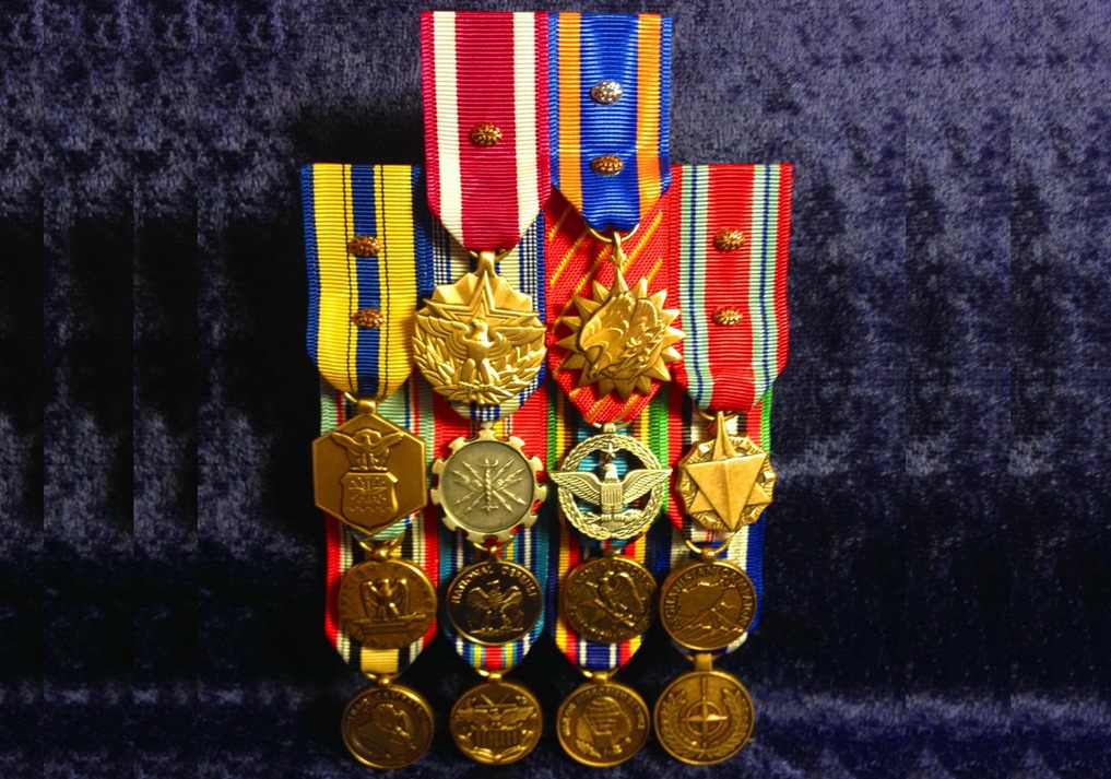 Question about mini-medals and devices for mess dress : AirForce